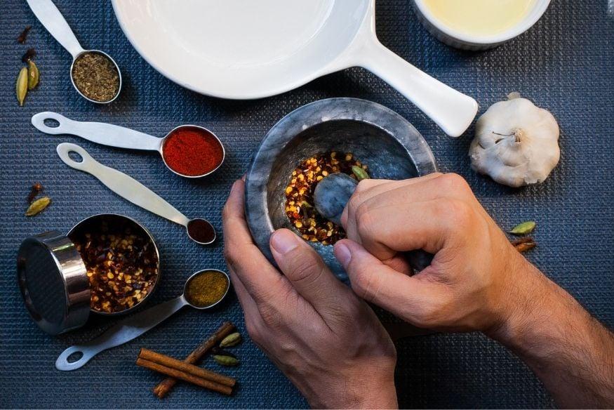 kruiden en specerijen mixen