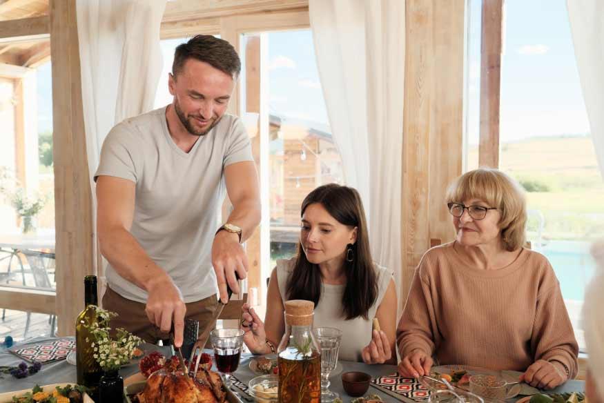 family-eating-turkey-Q7JBDF7 1